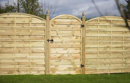 Curved-Pressure Fence and gate